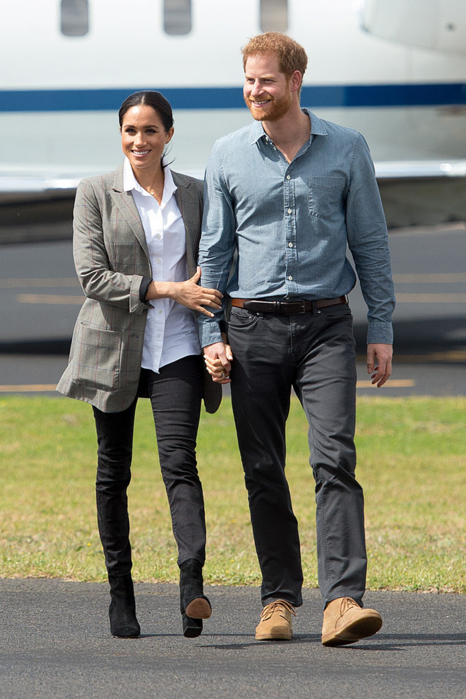 DUBBO, AUSTRALIA - OCTOBER 17: (NO UK SALES FOR 28 DAYS) Prince Harry, Duke of Sussex and Meghan, Duchess of Sussex arrive at Dubbo Airport on October 17, 2018 in Dubbo, Australia. The Duke and Duchess of Sussex are on their official 16-day Autumn tour visiting cities in Australia, Fiji, Tonga and New Zealand.