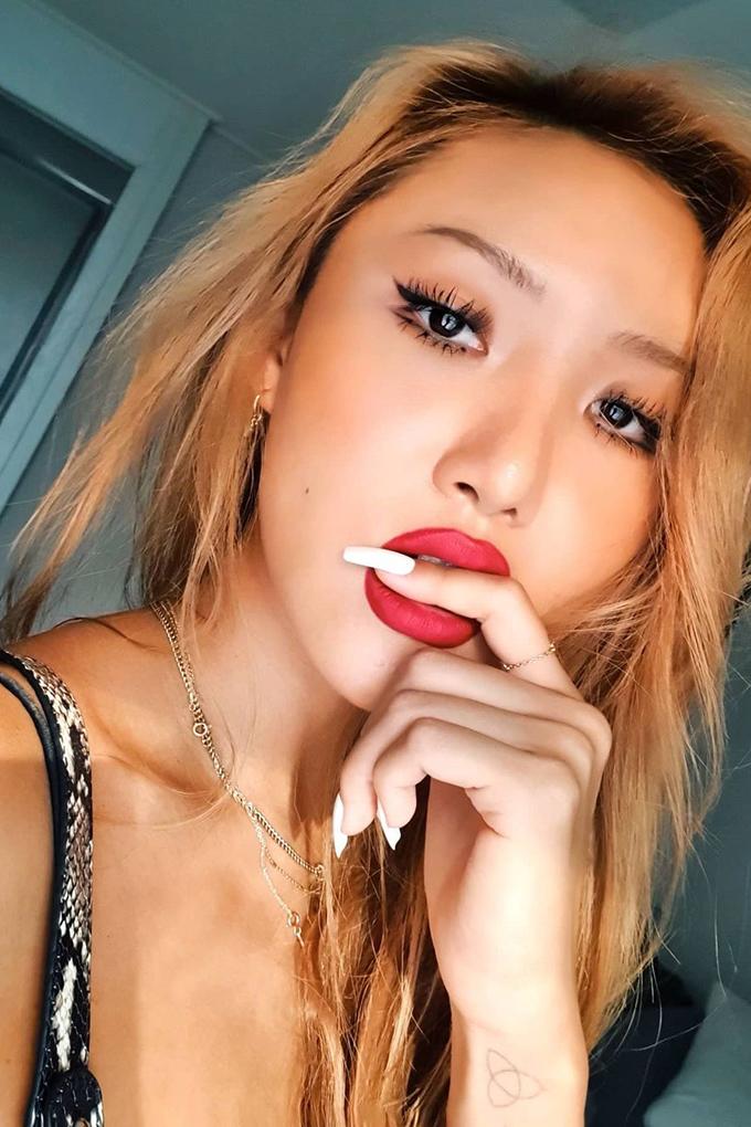 Vogue-Singapore-Hwasa