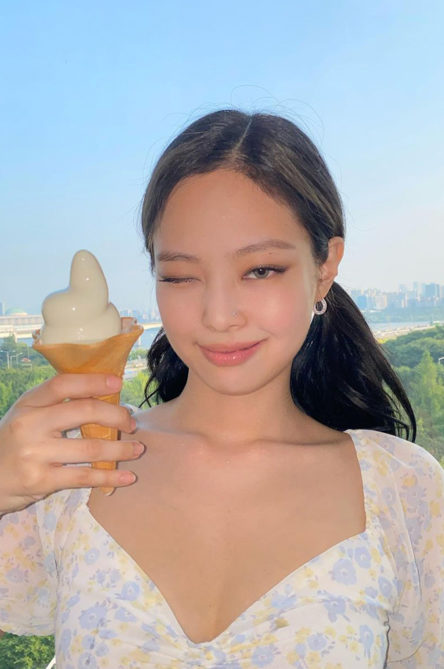 ogue-Singapore-k-celeb-lipstick-feature-image-Jennie