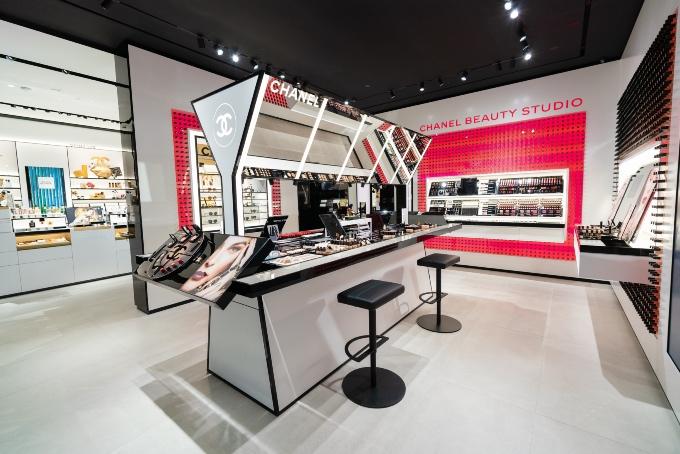 Vogue Singapore December 2020 - Chanel Beauty Boutique ION Orchard makeup skincare fragrances exclusifs eyewear hybrid flagship sublimage