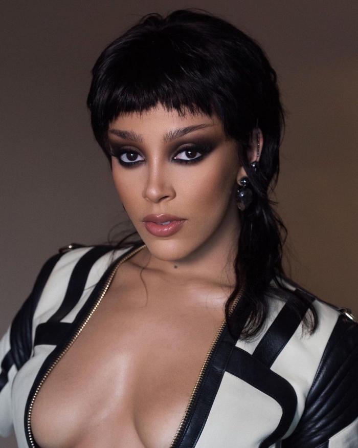 Vogue Singapore March 2021 Grammy Awards Beauty Makeup Hair Trends Red Carpet - Doja Cat