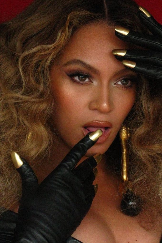 Vogue Singapore March 2021 Grammy Awards Beauty Makeup Hair Nails Trends Red Carpet - Beyonce Knowles Schiparelli