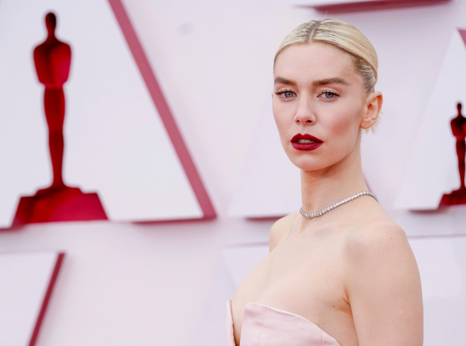 Vogue Singapore April 2021 - best beauty Oscars makeup hair skin actors actress celebrities hollywood Amanda Seyfried HER Margot Robbie regina king Zendaya Chloe zhao