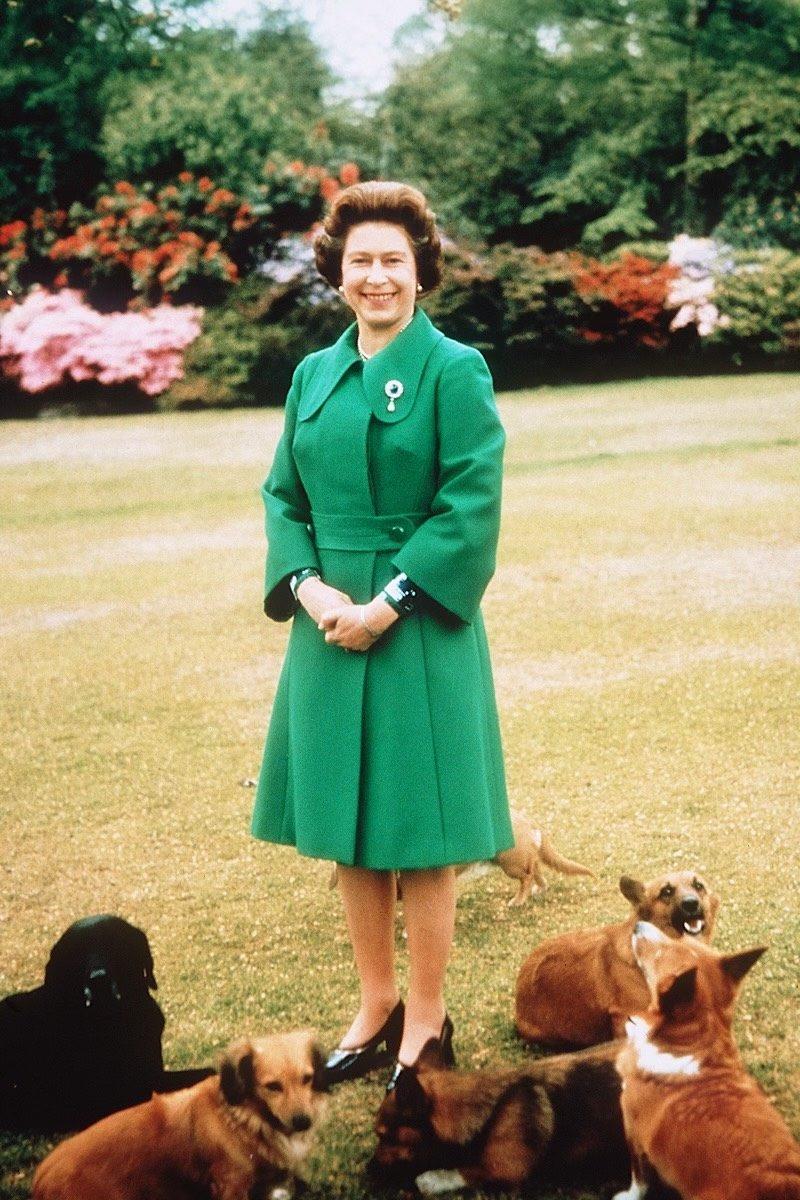 Queen Elizabeth fashion green