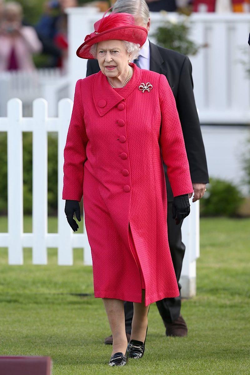 Queen Elizabeth fashion red black