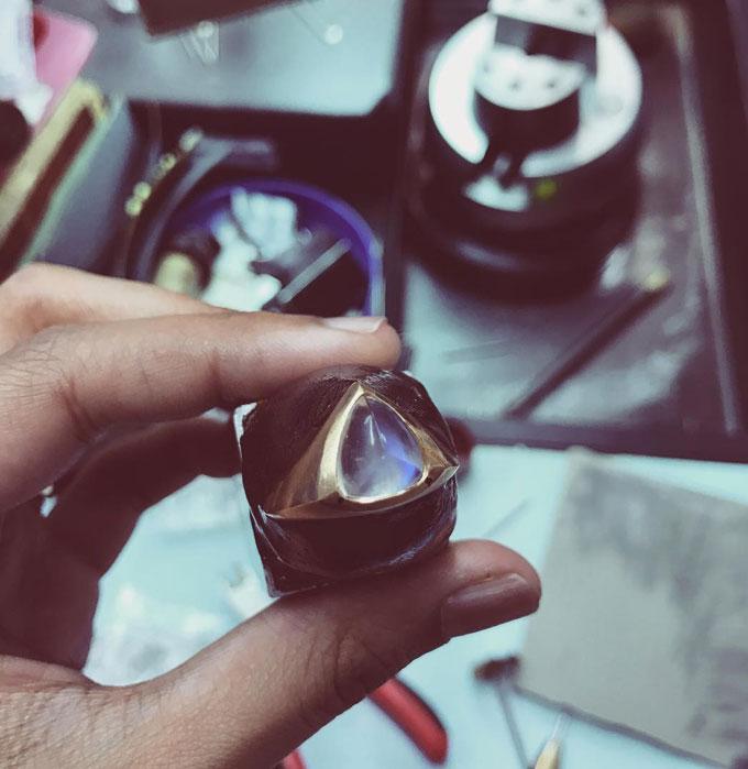 Moonstone-jewellery-stone-cutting