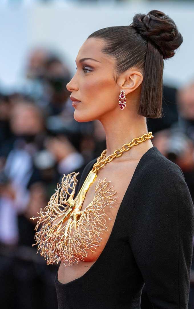 Bella Hadid Schiaparelli lung necklace side