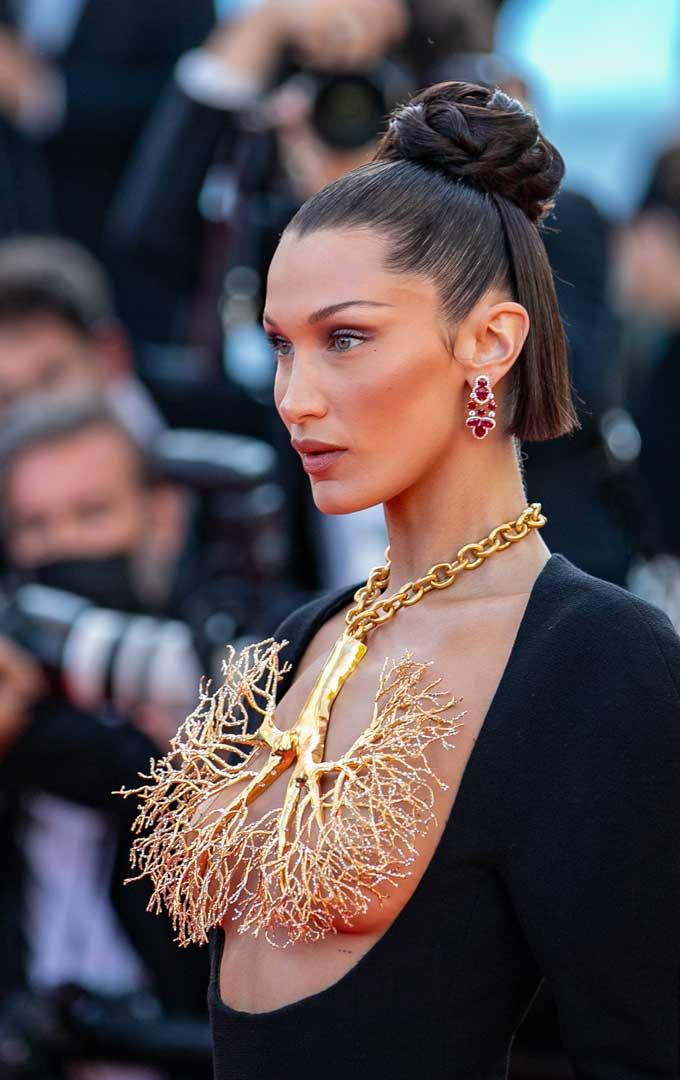 Bella Hadid Schiaparelli lung necklace close ip