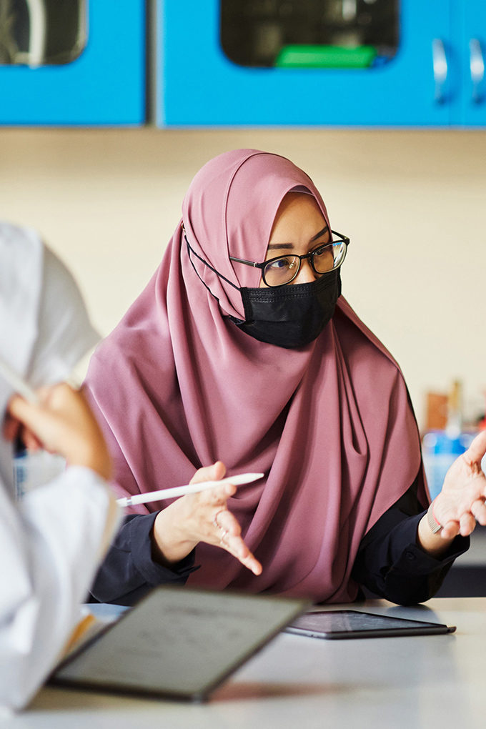 Apple works with progressive partners in Singapore to help strengthen the local community, including Madrasah Alsagoff Al-Arabiah, an all-girls school founded in 1912 with a rich history and modern approach to education.