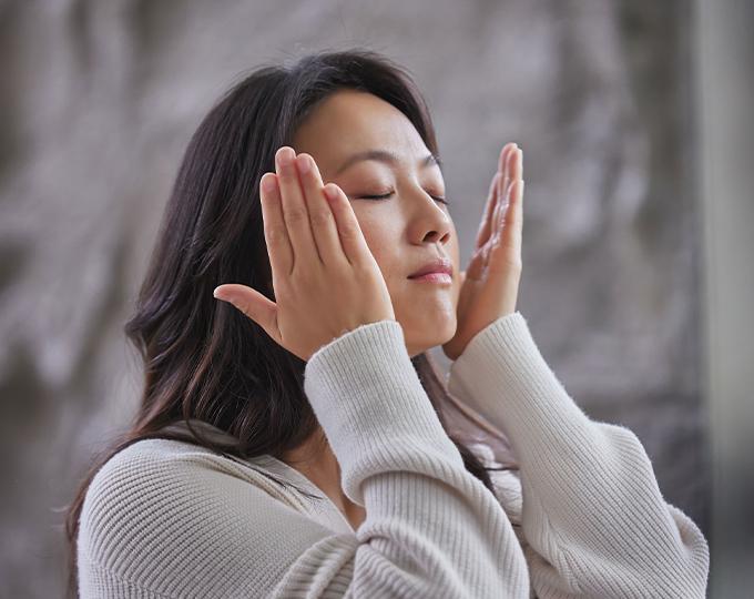Tangwei applies her SK-II PITERA Essence in #MYPITERAStory