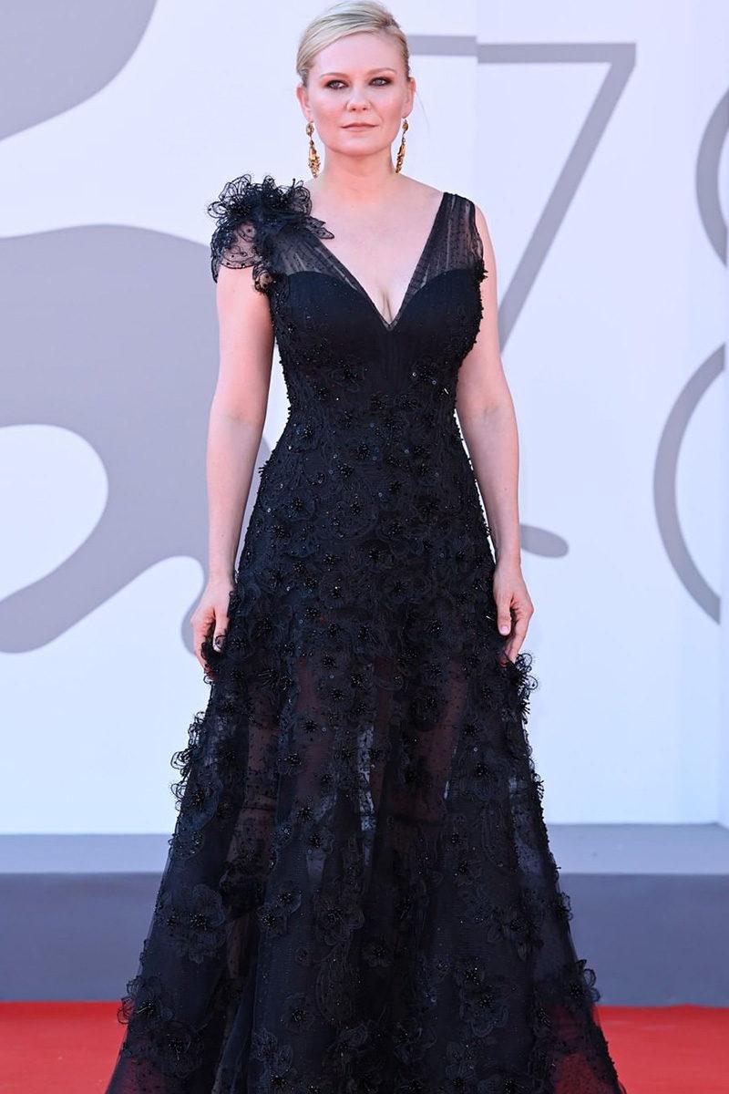 Kirsten Dunst in Giorgio Armani