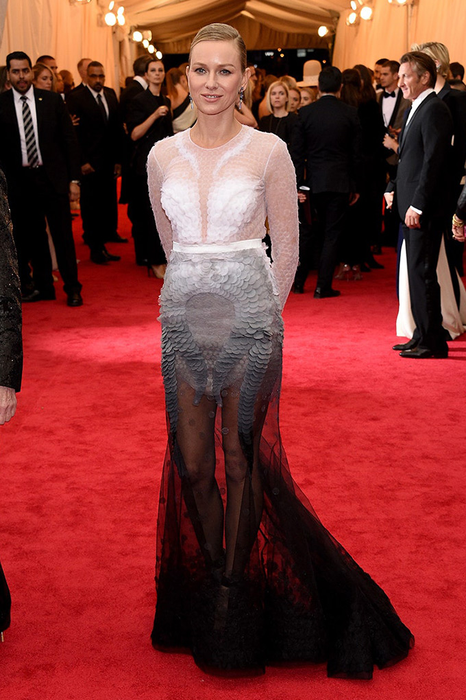Naomi Watts in Givenchy Haute Couture