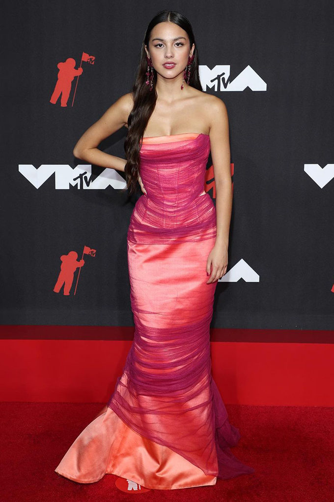 Olivia Rodrigo in Versace