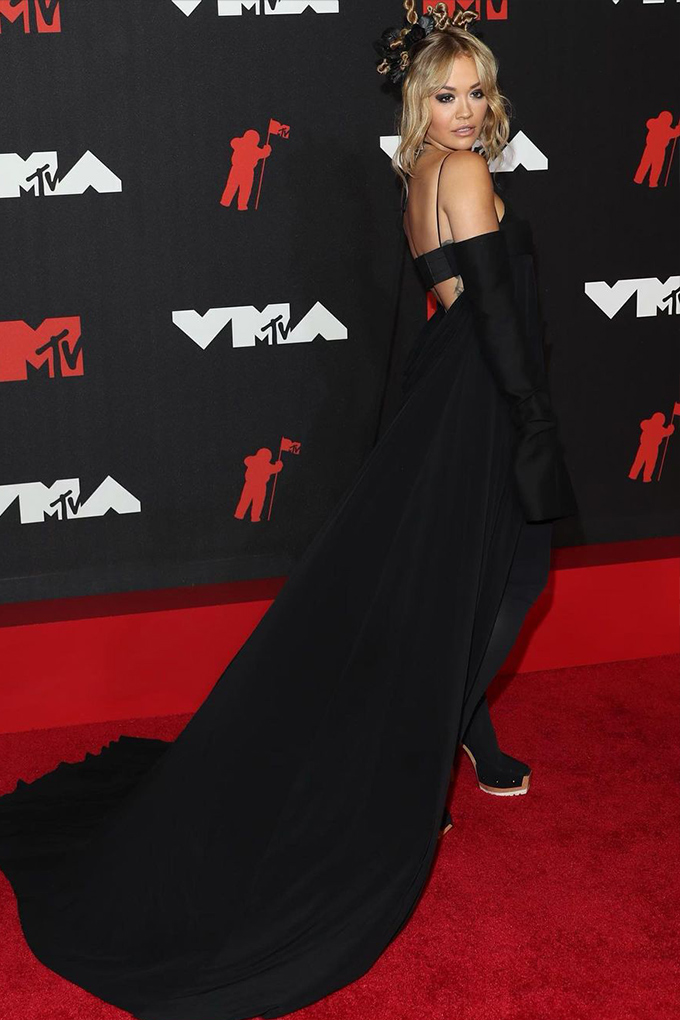 Rita Ora in Vera Wang
