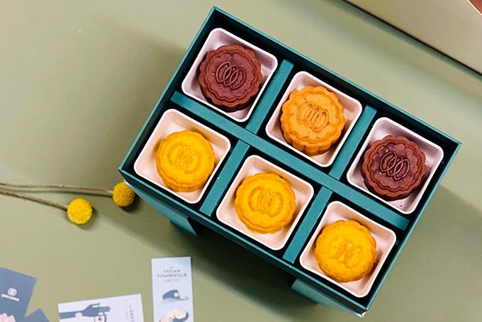 Green Common mooncakes