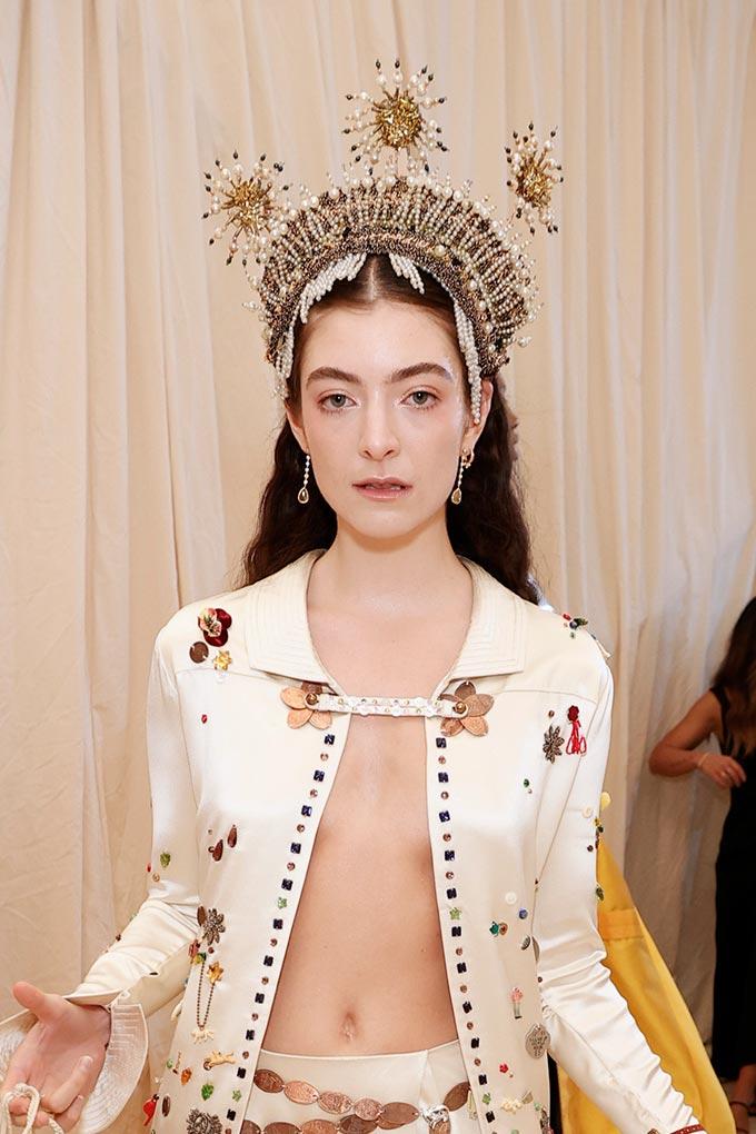 Met Gala 2021 Lorde headpiece