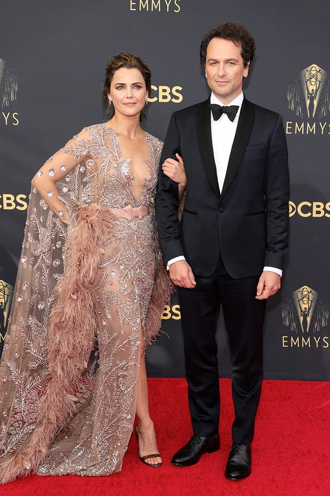 Emmy-2021-Keri-Russell-and-Matthew-Rhys