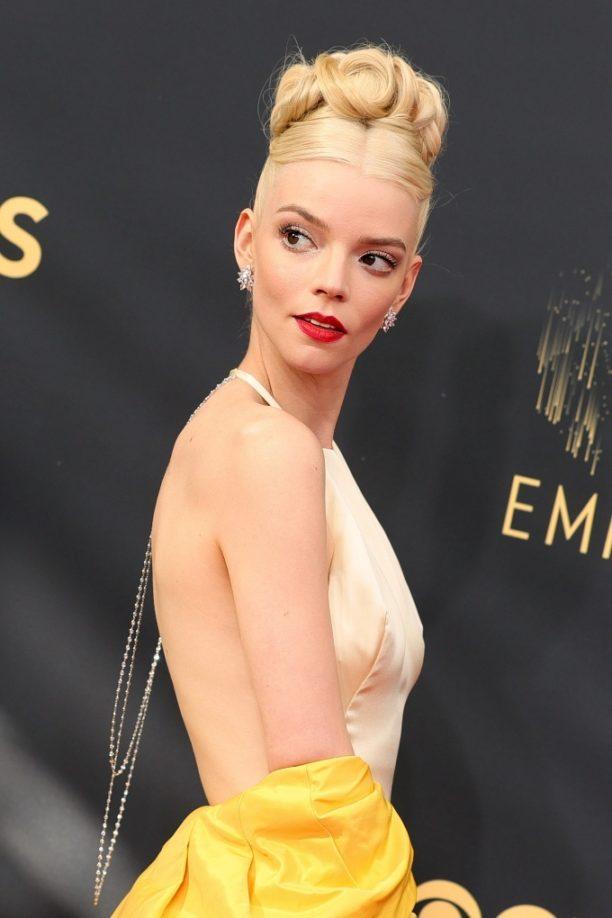 Vogue Singapore 2021 - Emmy Awards - beauty anya taylor joy makeup hair