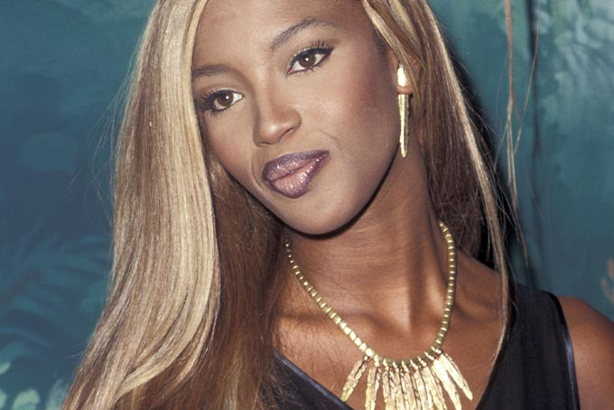 90s beauty trends: Naomi Campbell lip liner